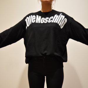 """LOVE MOSCHINO – Maglia in lana over con Maxi Logo """"LoveMoschino"""" colore Nero"""